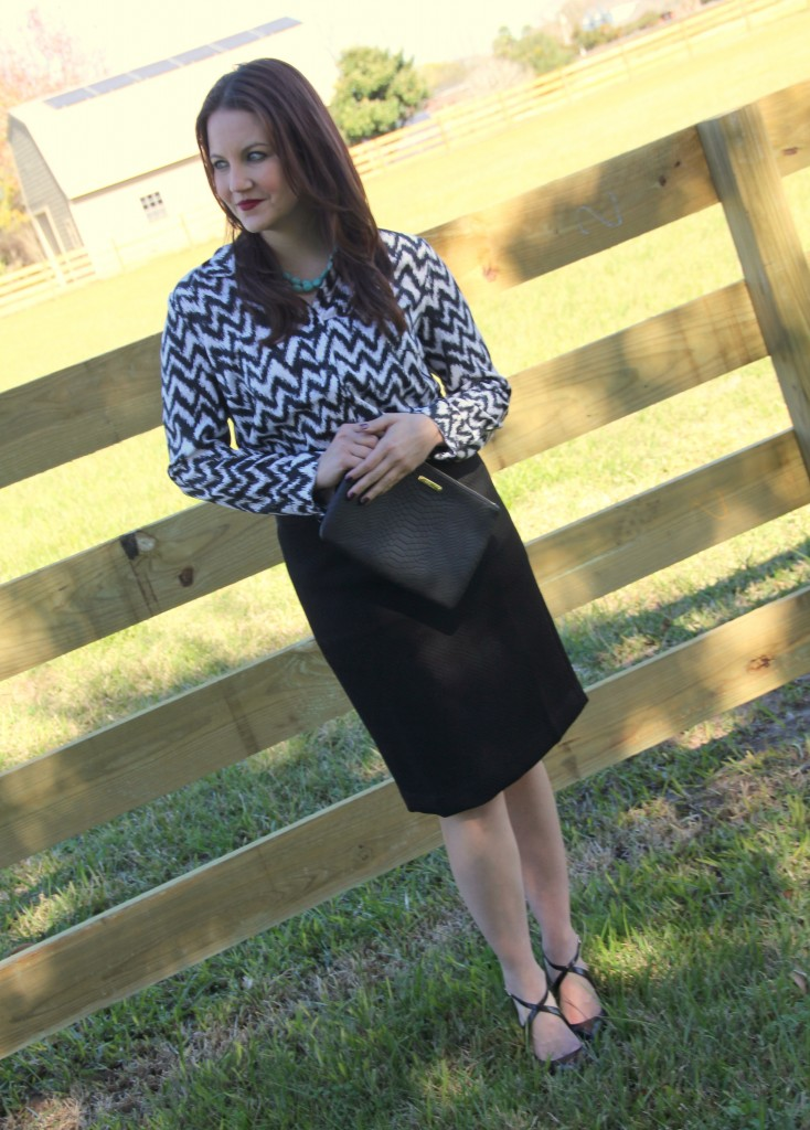 Office Outfit Idea - Pencil skirt and printed button down, perfect for job presentation look