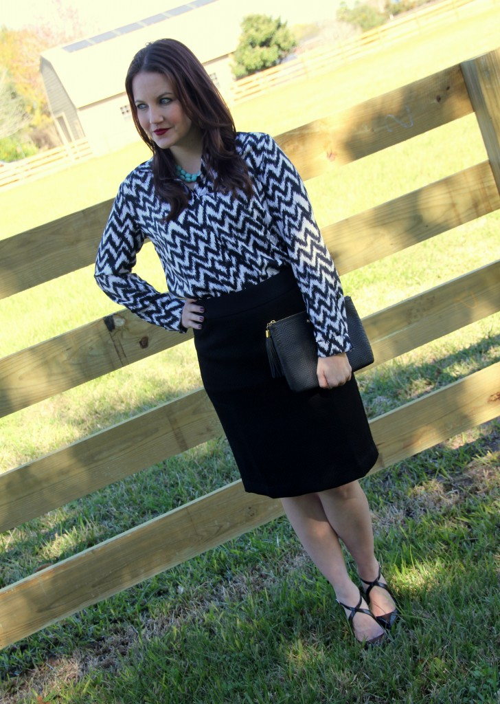 Office Outfit Idea - Pencil skirt and printed button down, perfect for job interview look