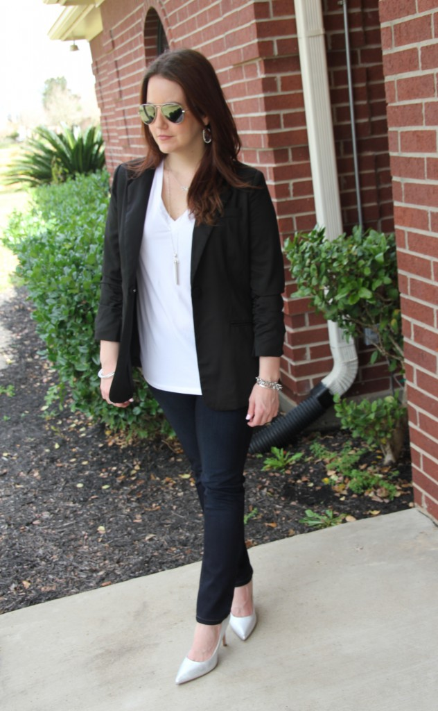 Casual Professional office outfit idea - blazer, white tee and skinny jeans