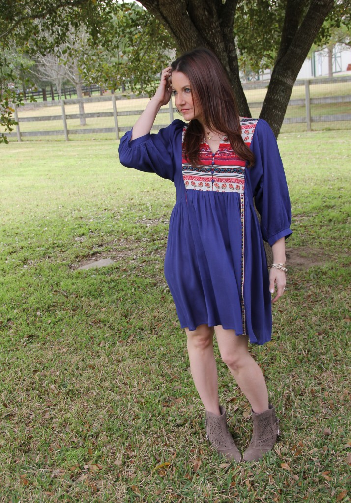 Boho Chic Outfit Idea for beginners, easy fit dress and booties | Lady in Violet