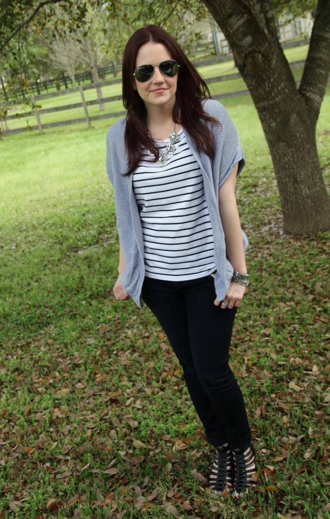 Casual Weekend Outfit - Striped Tee, Sleeveless cardigan and skinny jeans | Lady in Violet