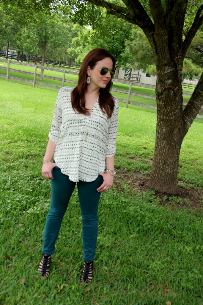 Casual Outfit Idea - Colored Skinny Jeans with White printed blouse | Lady in Violet