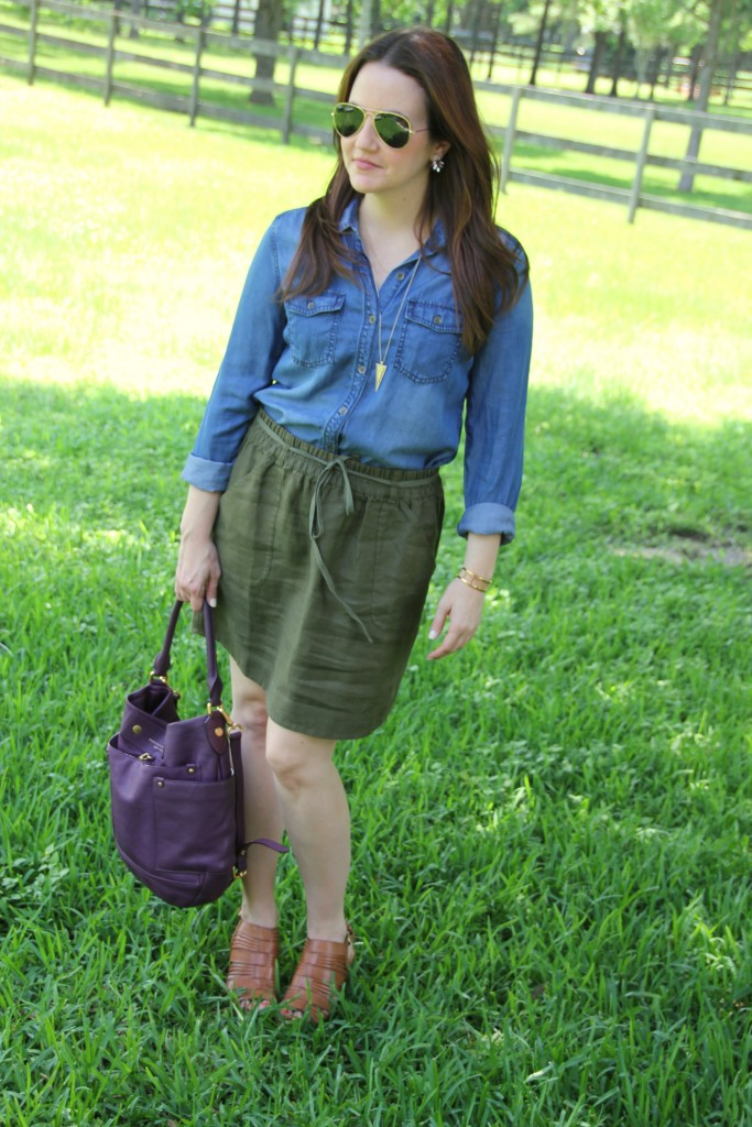 Casual Weekend Outfit - Chambray and Linen Skirt | Lady in Violet
