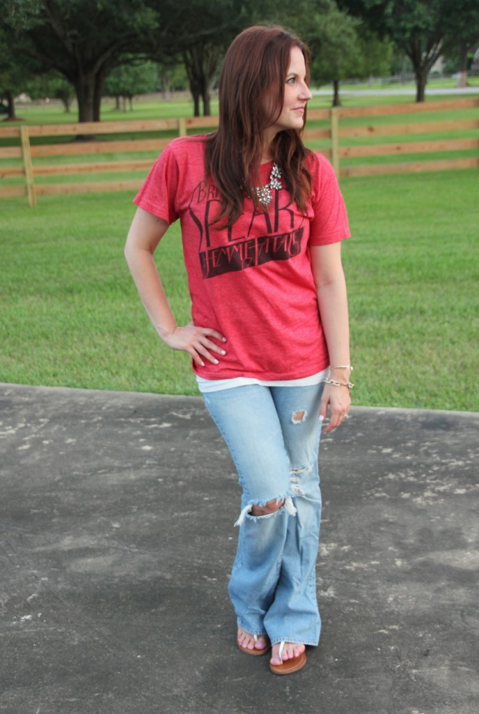 Vintage Tee and Distressed Jeans | Lady in Violet
