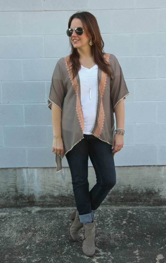 Fall Outfit Idea - Kimono, Tee, Skinny Jeans, and Booties | Lady in Violet