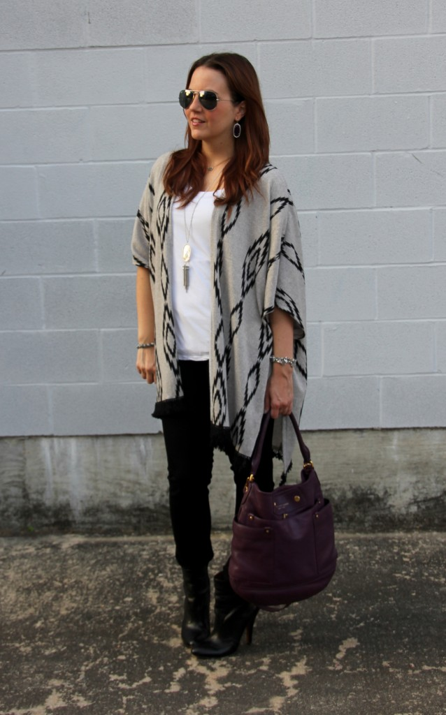 Fall Outfit - Poncho and Skinny Jeans | Lady in Violet