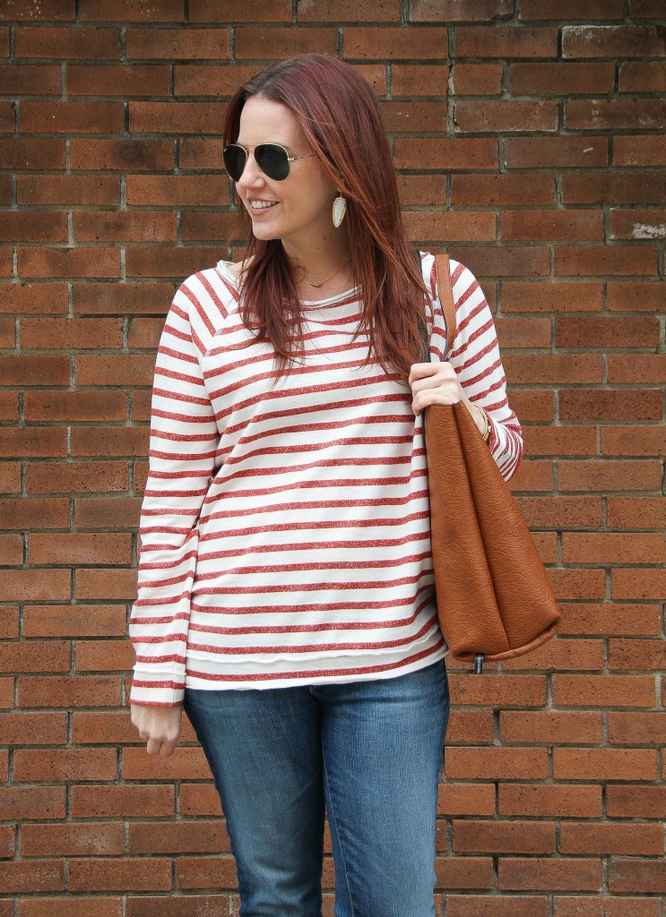 Casual Outfit idea - tee and jeans | Lady in Violet