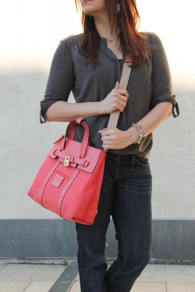 weekend outfit - comfy tee and dark wash jeans with henri bendel crossbody bag