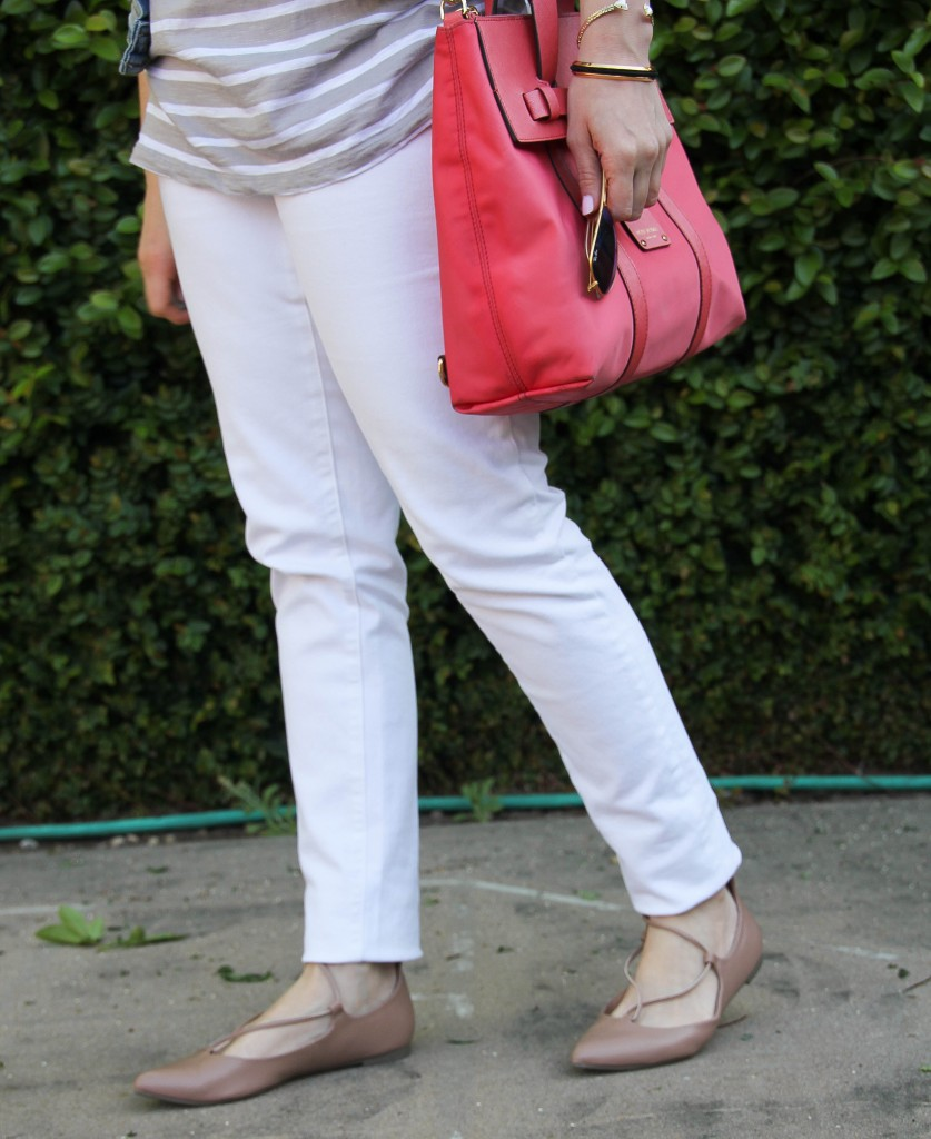 white skinny jeans and lace-up flats