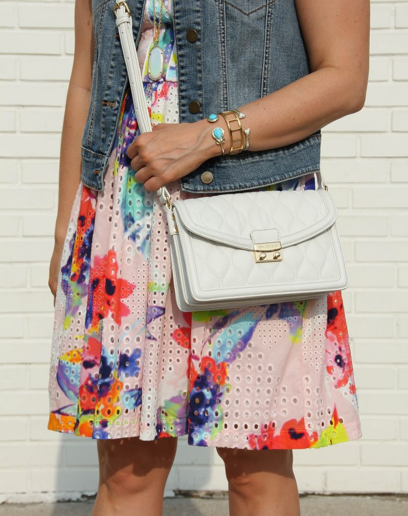 vera bradley white crossbody bag and kendra scott bracelet