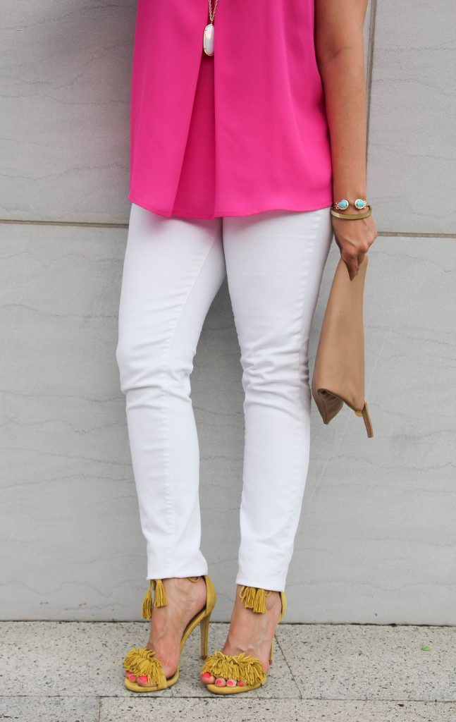 summer outfit with white skinny jeans and fringe sandals