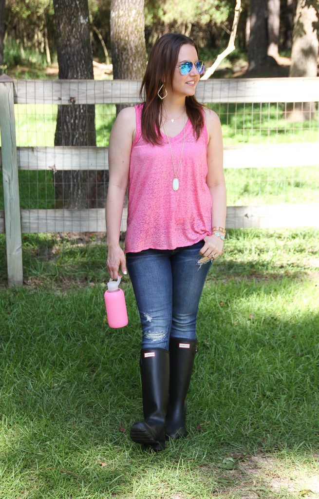 Casual Weekend Outfit - distressed jeans and pink tank top