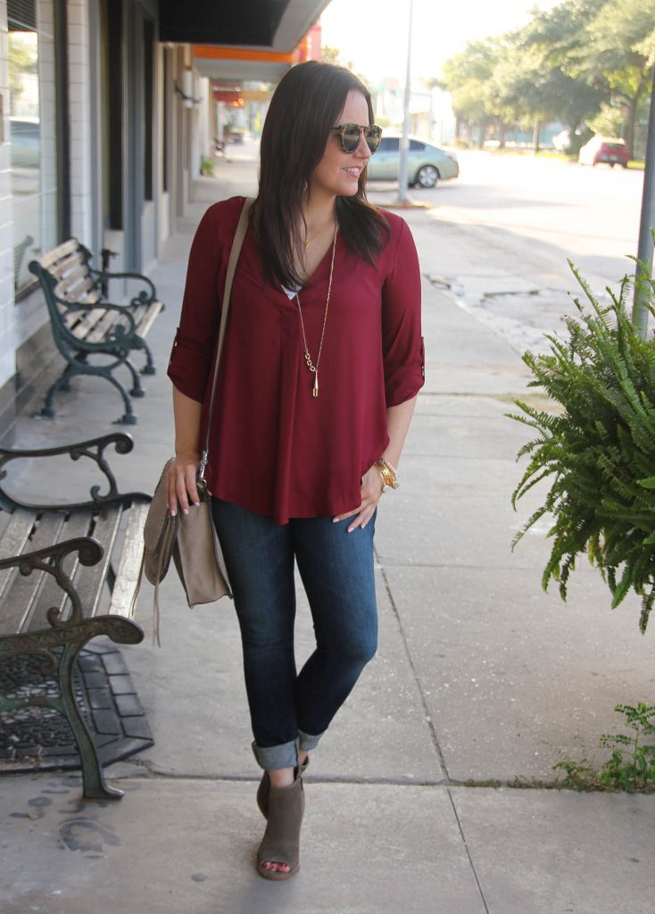 fall casual weekend outfit maroon blouse and skinny jeans