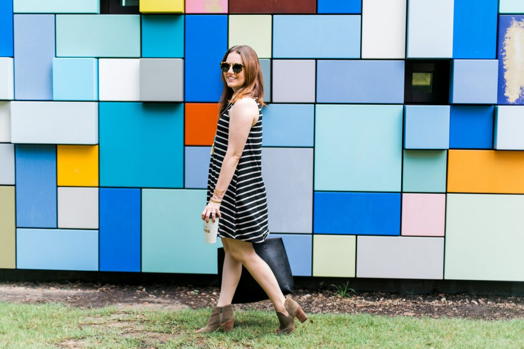 fall weekend outfit shift dress with pockets and brown booties
