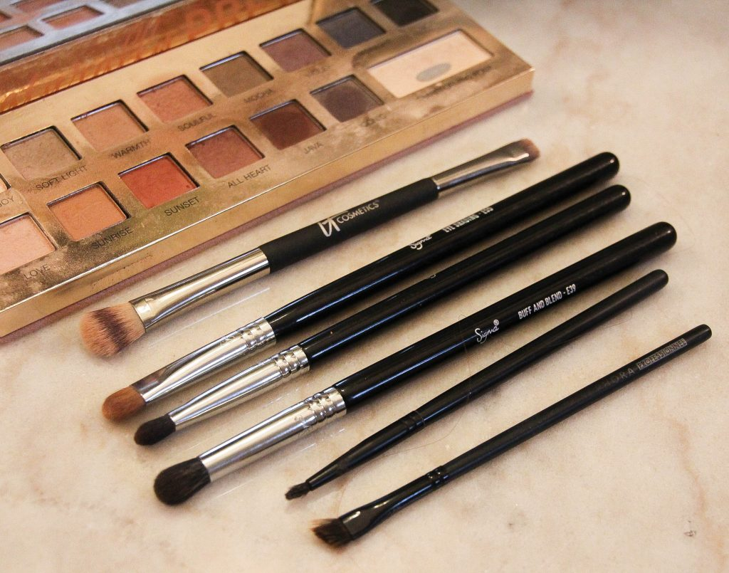 types of eye makeup brushes
