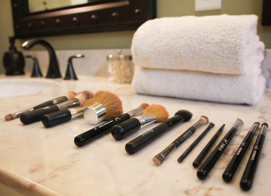 different types of makeup brushes for face and eyes