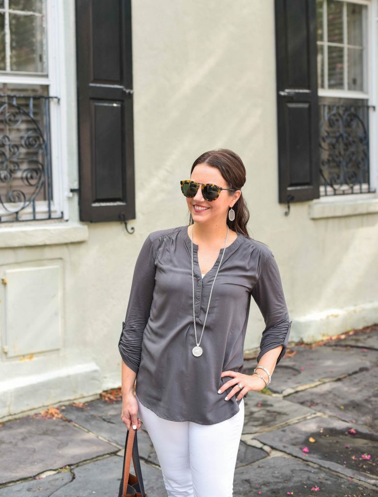 casual weekend outfit white jeans gray vneck top