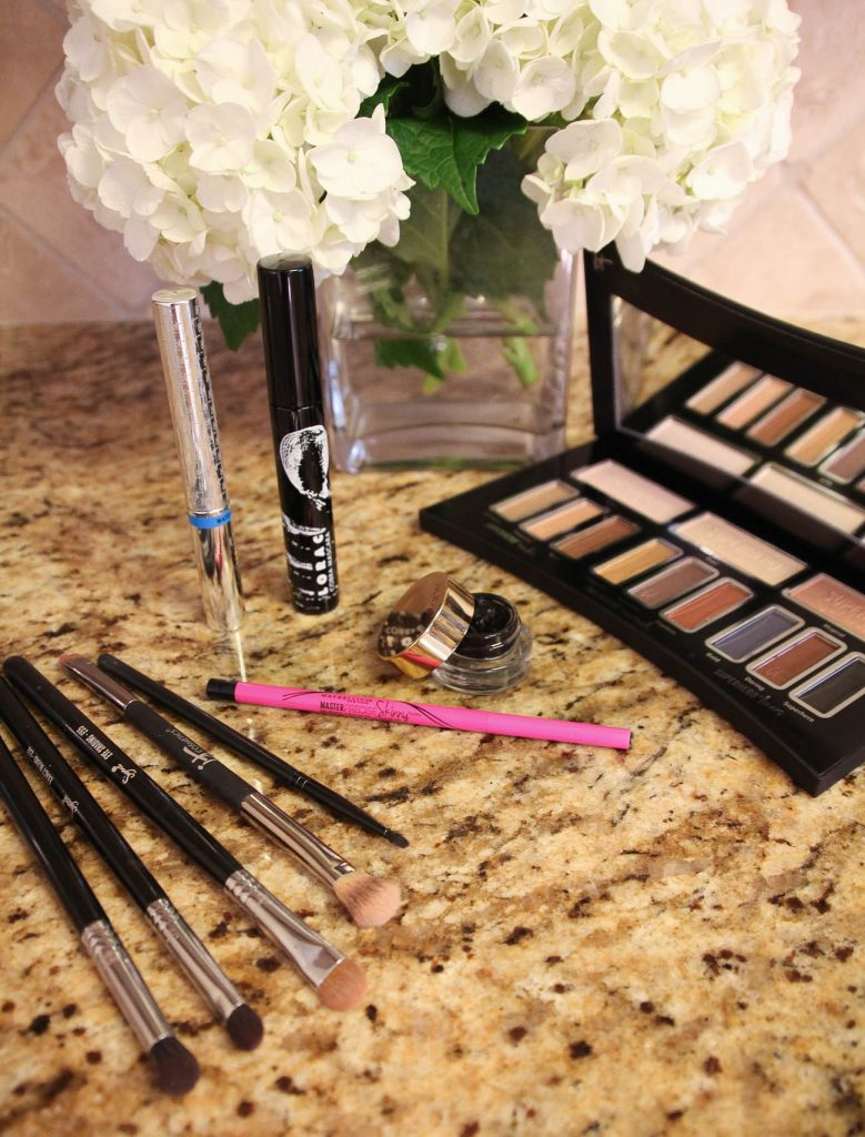LadyinViolet shares an easy everyday eye makeup routine for work.
