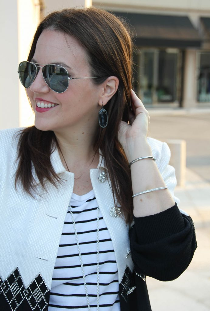 what to wear with the Kendra scott gunmetal earrings