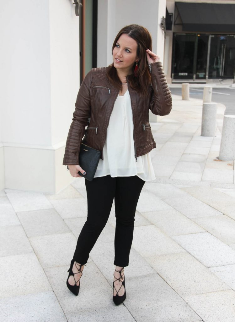Texas Fashion Bloggers wears a fall outfit idea with brown leather jacket and black skinny jeans.