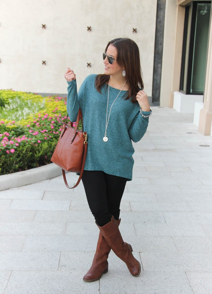 Texas Style Blogger wears a casual weekend outfit idea for fall.