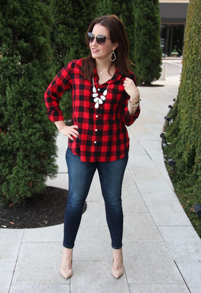 Casual Weekend Outfit idea with plaid shirt and skinny jeans.