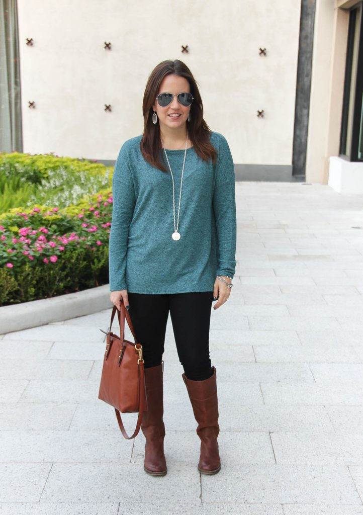 Houston Fashion Blogger wears a casual outfit for Thanksgiving.