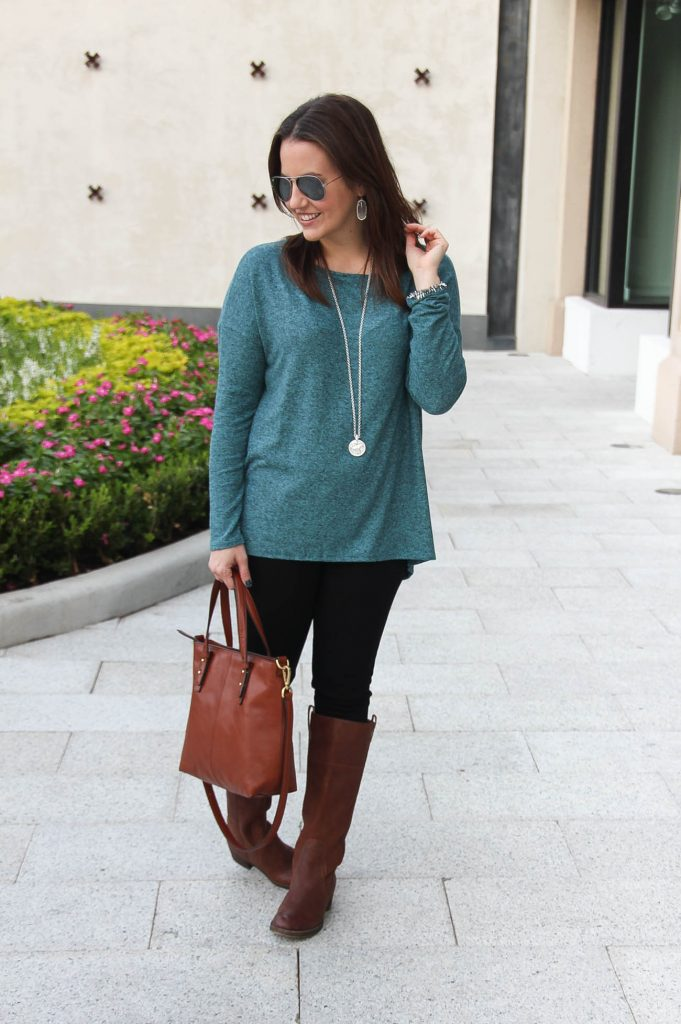 Houston Fashion blogger wears a fall casual weekend outfit idea for the holidays.