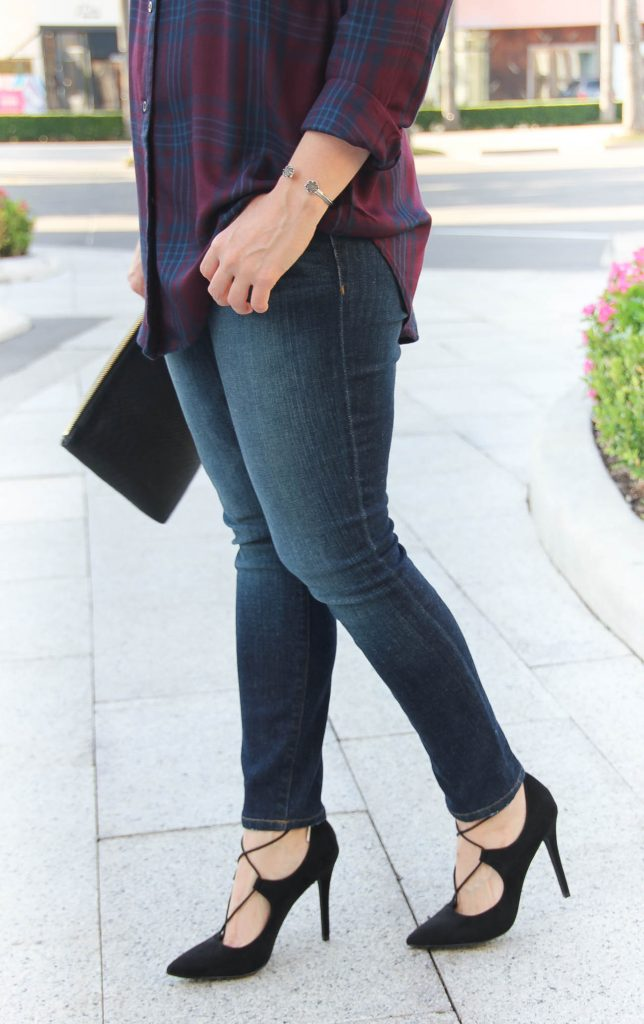 Houston Style Blogger wears dark skinny jeans for fall and Charles david black laceup pumps.