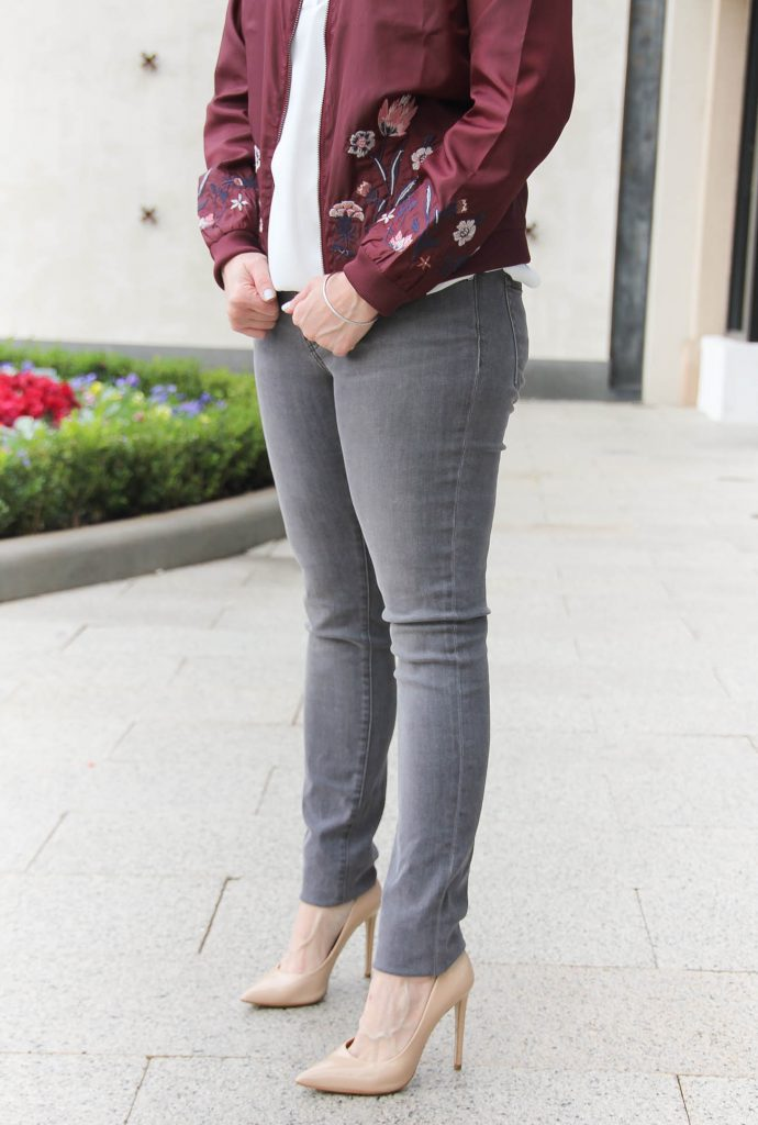 Houston Fashion Blogger Lady in Violet shares what to wear with gray skinny jeans for a weekend outfit.