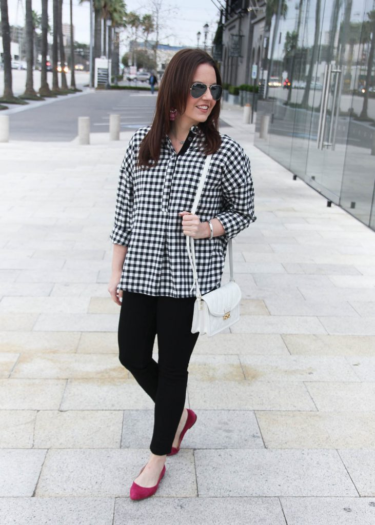 Houston Fashion Blogger styles a casual weekend outfit including an oversized gingham blouse and black skinny jeans.