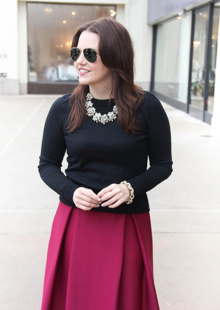 Lady in Violet a Houston Style Blogger shows how to wear a statement necklace to work with a baublebar bib necklace.
