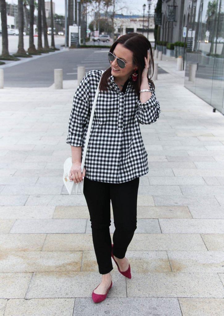 Houston Fashion Blogger wears a spring outfit idea including a gingham blouse and skinny jeans.
