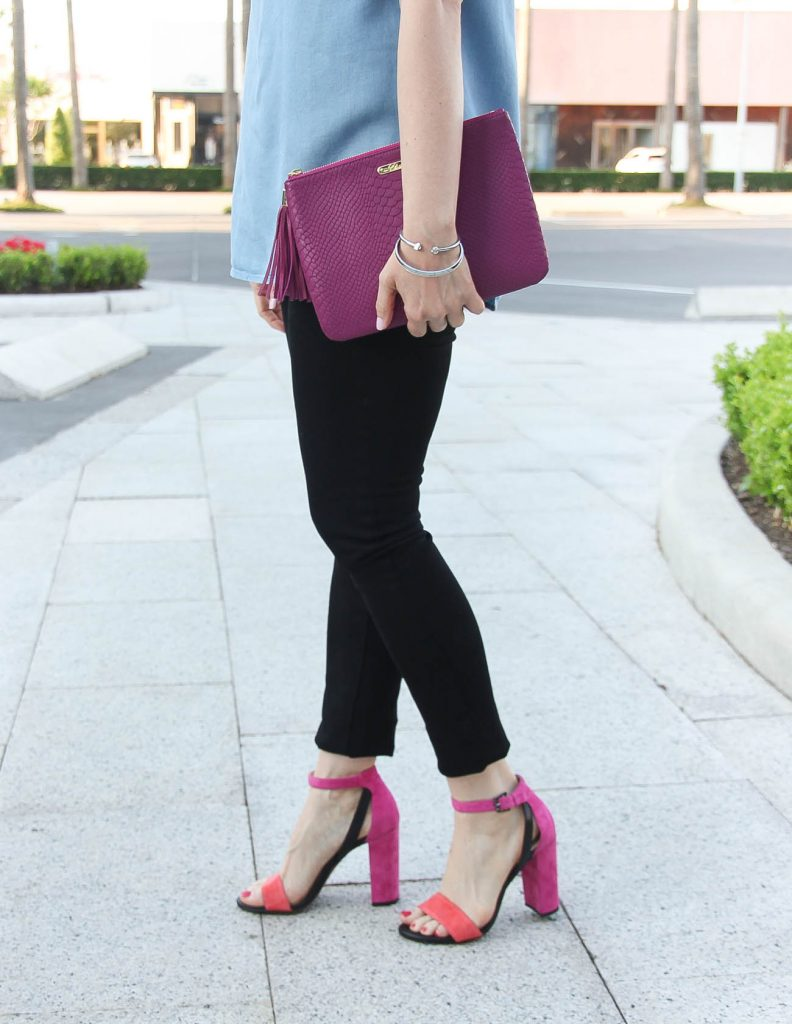 Houston Style Blogger wears pink block heel sandals with black skinny jeans and a dark pink clutch.