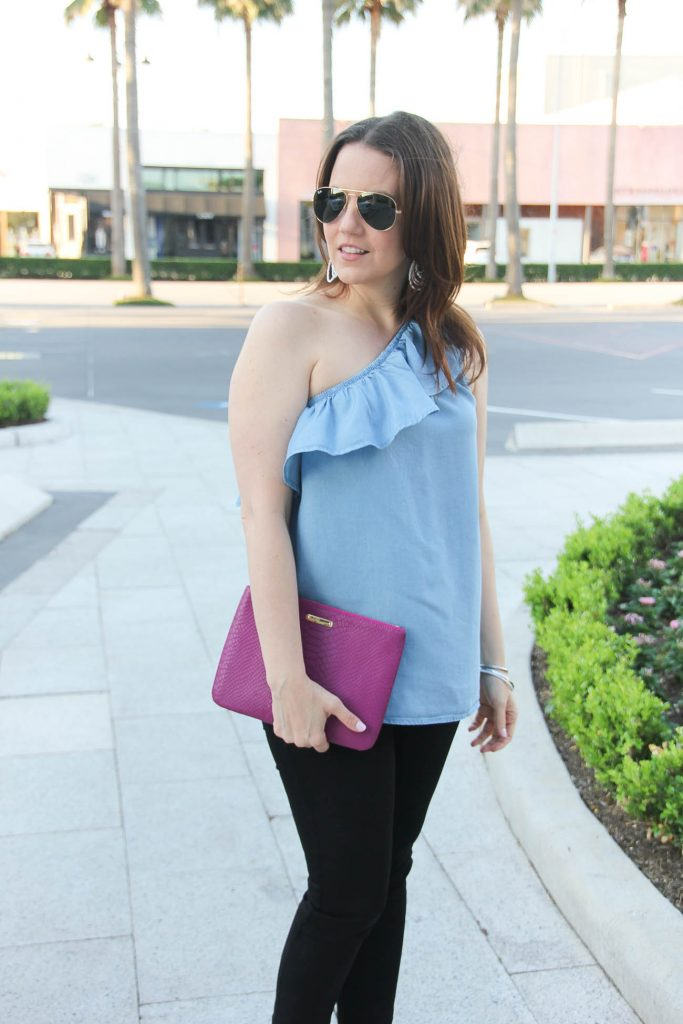 Houston Style Blogger wears girls night out outfit including one shoulder top with black skinny jeans and a pink clutch.