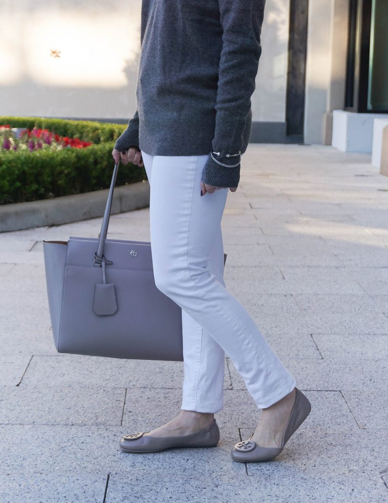 Weekend Outfit | Tory Burch Minnie Flats | White Skinny Jeans | Houston Fashion Blogger Lady in Violet