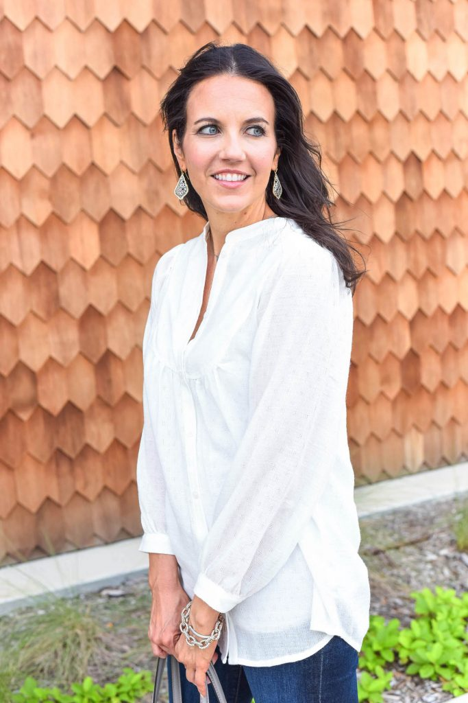 casual outfit | white tunic blouse | kendra scott earrings | Houston Fashion Blogger Lady in Violet
