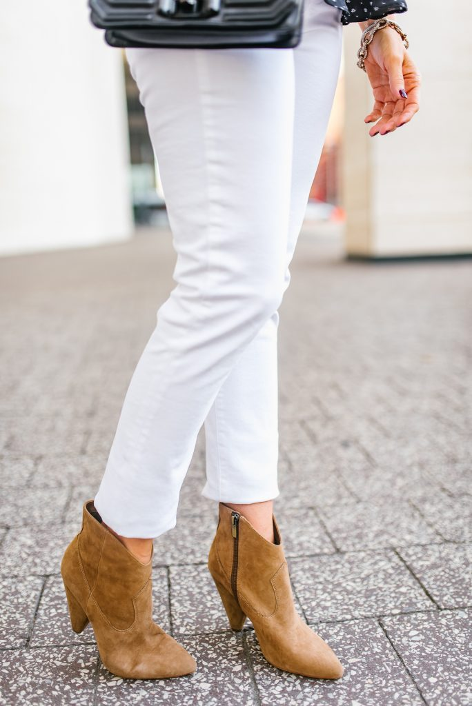 fall outfit | white skinny jeans | brown western booties | Houston Fashion Blogger Lady in Violet