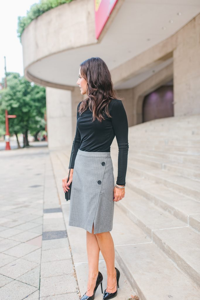 Fall outfit | long sleeve turtleneck | gray button skirt | Houston Fashion Blogger Lady in Violet