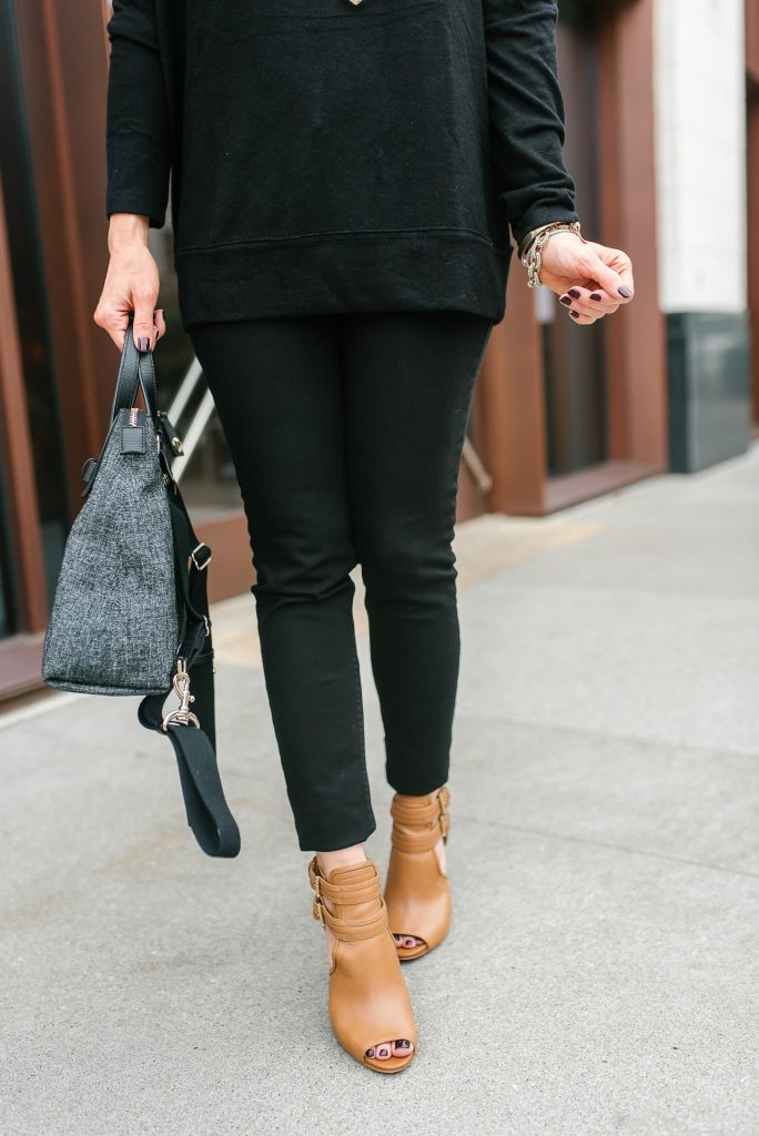 fall outfit | black skinny jeans | cognac brown peep toe booties | Petite Fashion Blogger Lady in Violet