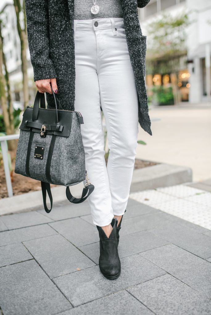 casual outfit | white skinny jeans | black booties | Houston Fashion Blogger Lady in Violet