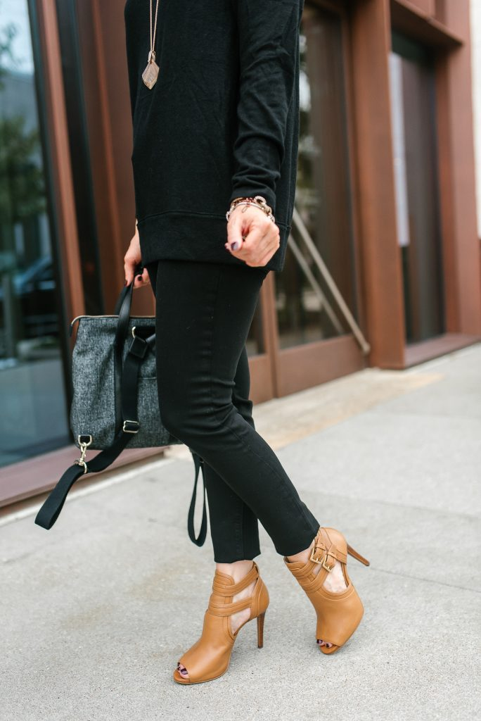 thanksgiving outfit | black skinny jeans | brown peep toe booties | Houston Fashion Blogger Lady in Violet