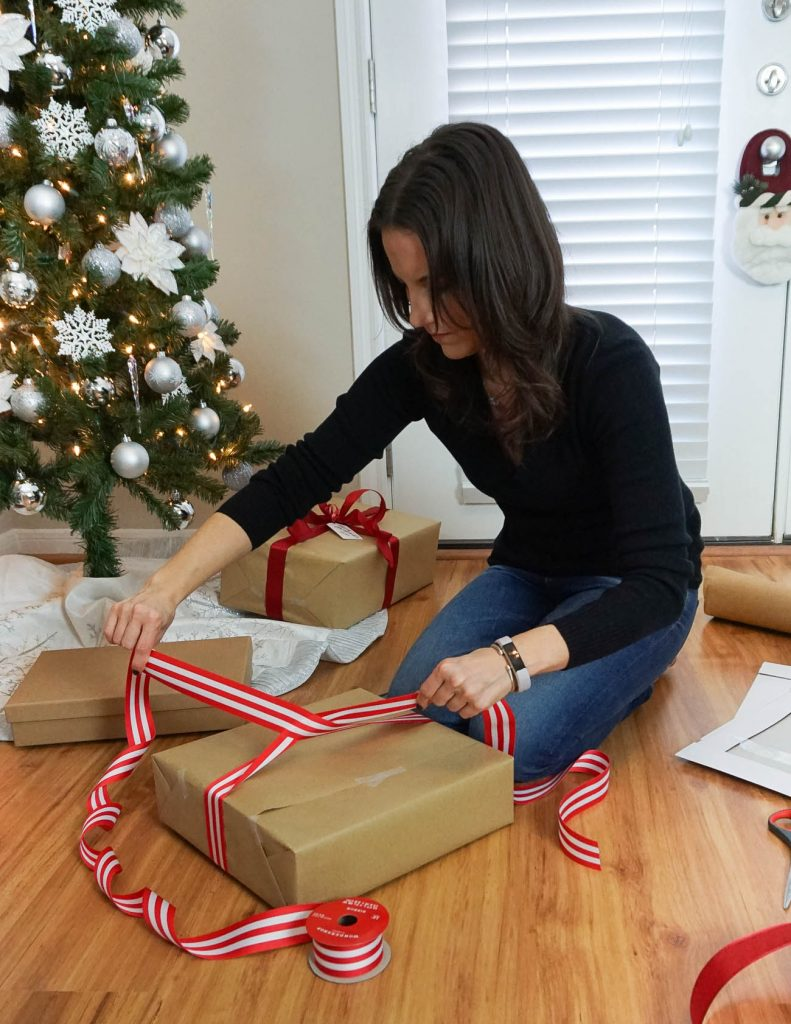 Tutorial on tying a bow around a gift | DIY Christmas Gift Wrap | Houston Blogger lady in Violet