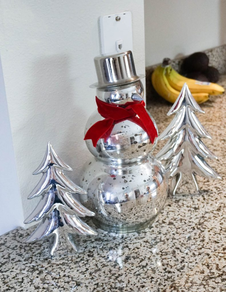 silver Christmas decorations | silver snowman trees | Home Christmas Decorations | Houston Blogger Lady in Violet