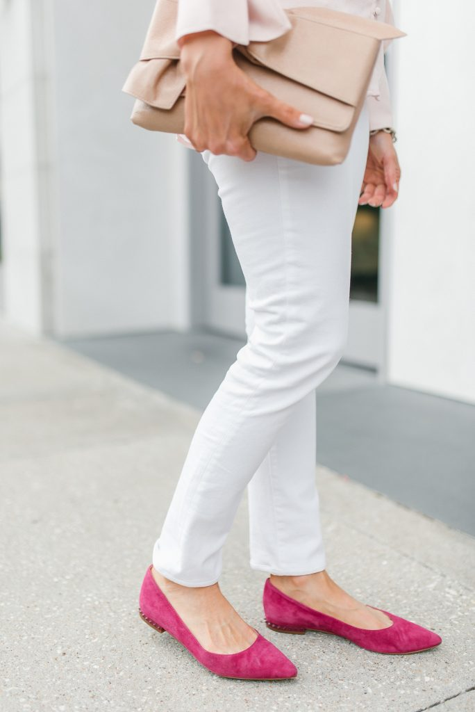 casual outfit | white skinny jeans | pink flats | Petite Fashion Blogger Lady in Violet