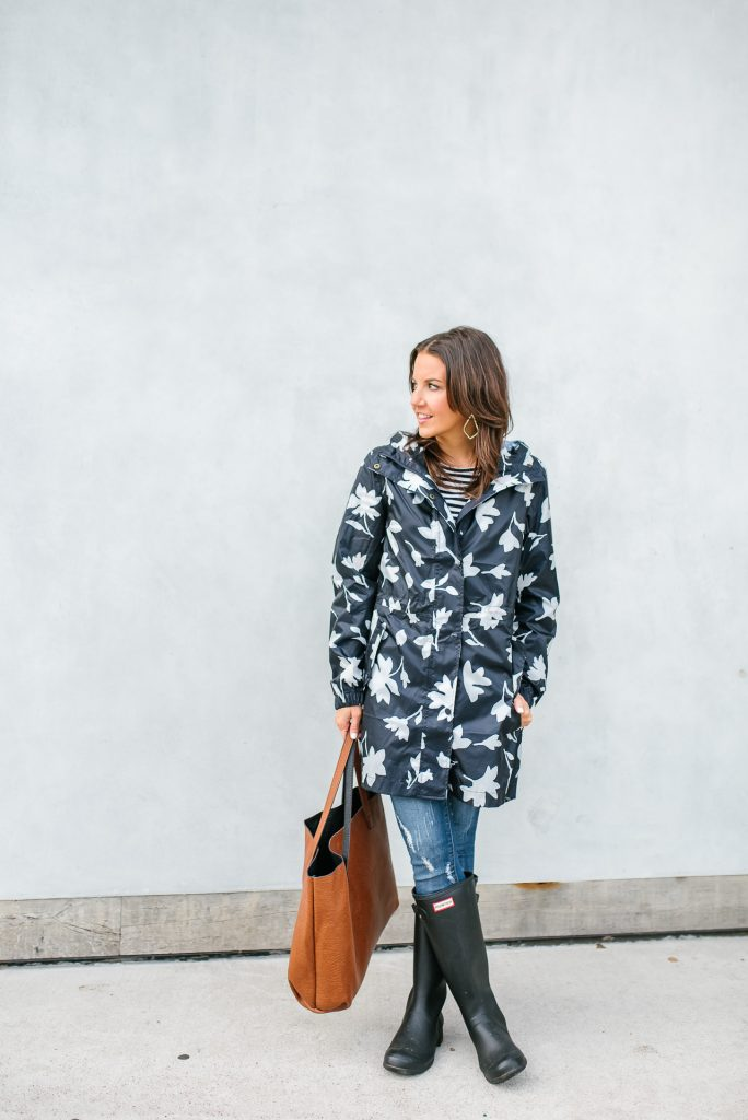 Rainy weather outfit | navy raincoat | hunter foldable boots | Petite Fashion Blogger Lady in Violet