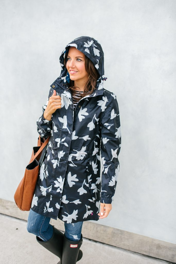 rainy day outfit | joules packable raincoat | Houston Fashion Blogger Karen Kocich