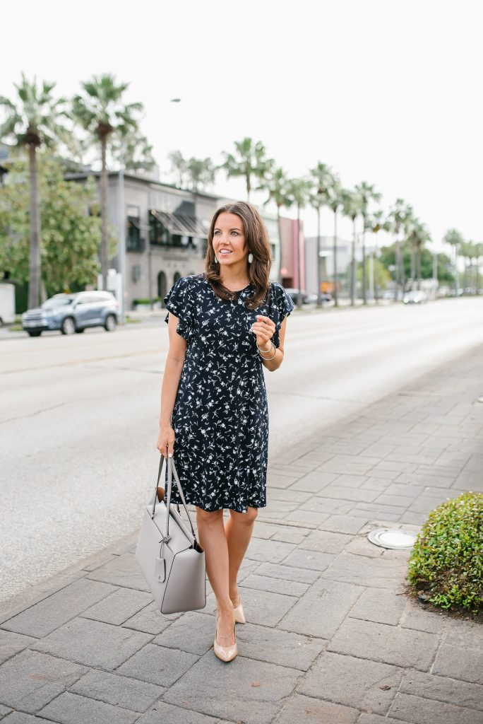 summer workwear | navy shift dress | nude colored heels | Petite Fashion Blogger Lady in Violet