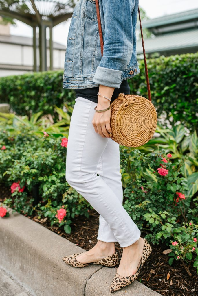 Casual weekend style | white skinny jeans | straw purse | Houston Fashion Blogger Lady in Violet