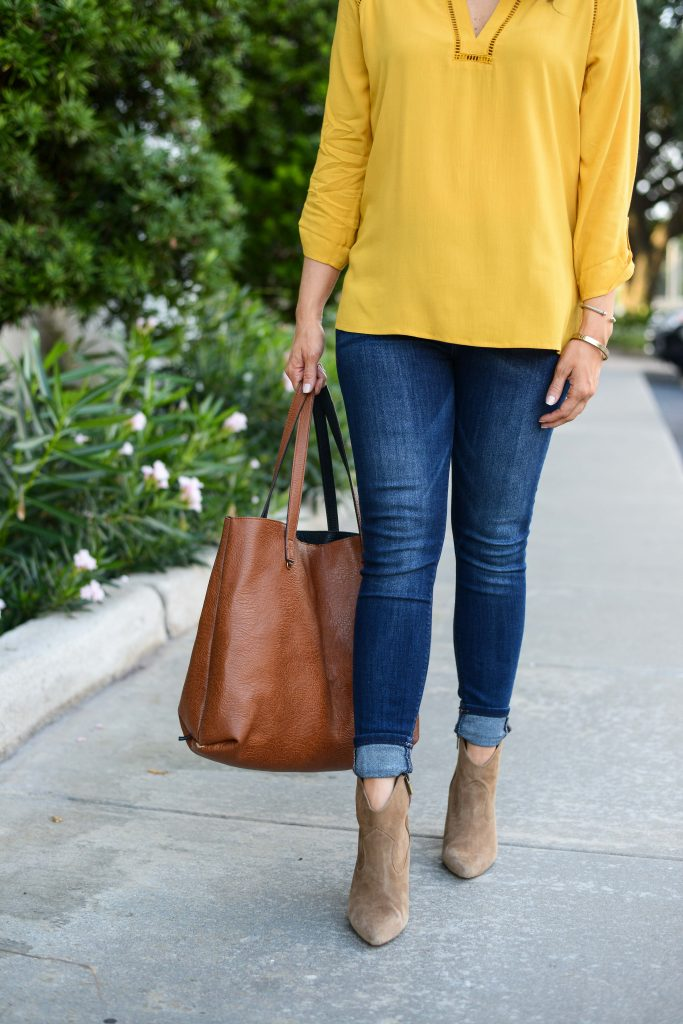fall style idea | blue skinny jeans | brown tote bag | Petite Fashion Blog Lady in Violet